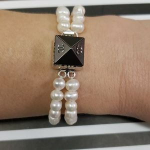 Jewelry - Natural freshwater pearls bracelet with button